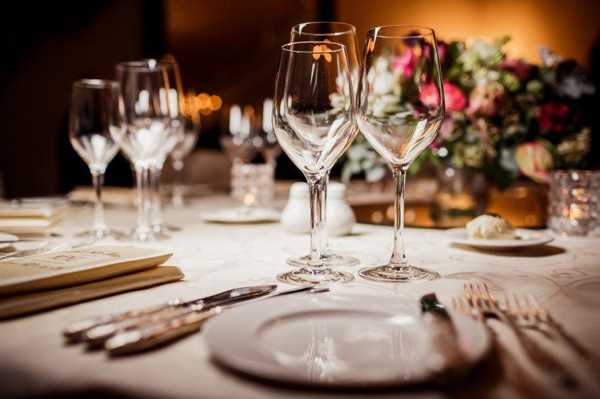 Empty-glasses-in-restaurant