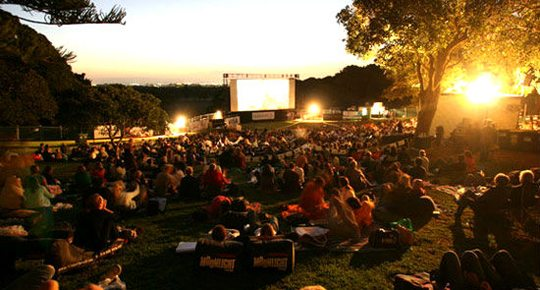 Free-outdoor-movie-in-DC